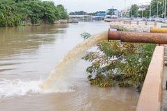 Hochwasser, der gepumpt wird Lizenzfreies Stockfoto