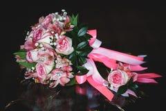 Hochzeit Blumenstrauß und Boutonniere Lizenzfreie Stockfotos