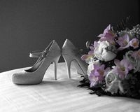 Hochzeit, Blumenstrauß und Schuhe Lizenzfreie Stockfotos