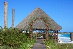 Hochzeit Gazebo auf der karibischen Küste. Stockbilder
