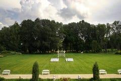 Hochzeit im Freien eines Parks Lizenzfreies Stockbild