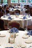 Hochzeit oder Gaststättetabellen Stockfotografie