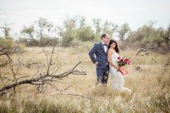 Hochzeit und Liebesgeschichte in der Natur Lizenzfreie Stockfotografie