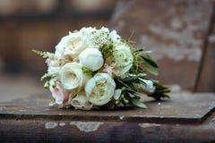 hochzeit verbindung Der Braut ` s Blumenstrauß lizenzfreies stockbild