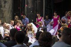 Hochzeit von zwei jungen Leuten in der Stadt von Lemberg Lizenzfreie Stockfotografie