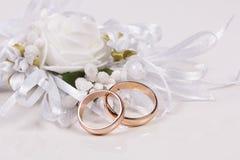 Hochzeiten accessorie ein Knopfloch Lizenzfreie Stockbilder