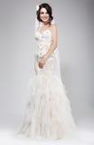 Hochzeits-Art. Hoch entwickeltes Jungvermählten im weißen Brautkleid. Eleganz Lizenzfreies Stockfoto