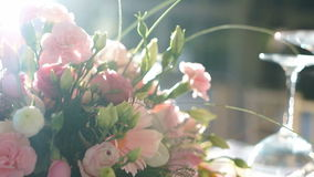 Hochzeits-Blumen-Gespüre ziehen aus stock footage