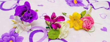 Hochzeits-Blumen-Vorbereitungen Lizenzfreie Stockfotografie