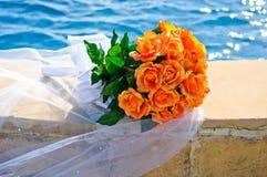 Hochzeits-Blumenstrauß der orange Rosen Lizenzfreie Stockfotos