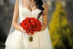 Hochzeits-Blumenstrauß der roten Rosen Stockbilder