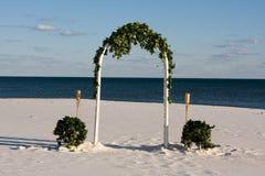 Hochzeits-Bogen stockfotografie