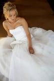 Hochzeits-Brautsitzen lizenzfreies stockfoto