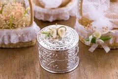 Hochzeits-Dekorations-Blechdose Stockfotografie
