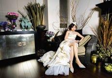 Hochzeits-Foto am klassischen Innenraum lizenzfreies stockbild