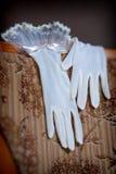 Hochzeits-Handschuhe Stockfotos