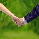 Hochzeits-, Liebes- und Verhältnis-Konzept - süßes Paar Lizenzfreies Stockbild