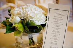 Hochzeits-Mittelstück und Menü Lizenzfreies Stockfoto