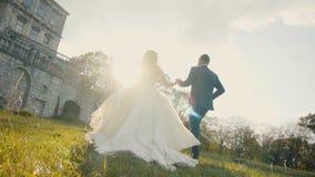 Hochzeits-Paar-Betrieb stock footage