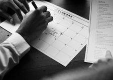 Hochzeits-Planer Checklist Information Preparation markiert auf Cale stockbilder