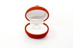 Hochzeits-Ring und Kasten lizenzfreie stockfotografie