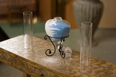Hochzeits-Sand-Zeremonie mit Glasherz-Vase Stockbild