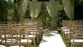 Hochzeits-Stühle und Bereich decken auf stock video footage