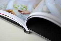 Hochzeitsalbumdruck im Fotobuch Lizenzfreie Stockbilder