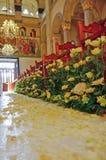 Hochzeitsanordnung innerhalb der orthodoxen Kirche Stockfotografie