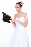 Hochzeitsausgabenkonzept. Braut mit leerem Geldbeutel Stockfotos