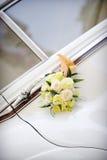 Hochzeitsautodekoration Stockfotografie