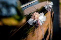 Hochzeitsautodekoration Stockbilder