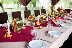 Hochzeitsblumen - Tabellen eingestellt für Hochzeit Stockfotografie