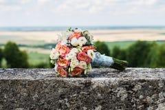 Hochzeitsblumen vom Rosa und vom wite stiegen Stockfoto