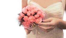Hochzeitsblumenstrauß in den Händen der Braut Stockbilder
