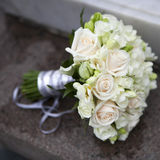 Hochzeitsblumenstrauß der rosafarbenen und weißen Rosen Stockbilder