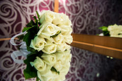 Hochzeitsblumenstrauß der weißen Rosen Stockbild