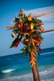 Hochzeitsblumenstrauß durch Ozean Stockfotos
