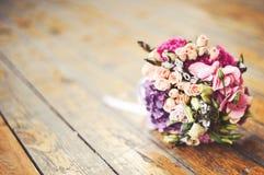 Hochzeitsblumenstrauß im Sonnenlicht Stockfotos