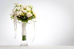 Hochzeitsblumenstrauß im Vase lizenzfreies stockbild