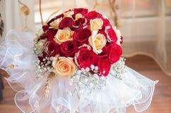 Hochzeitsblumenstrauß mit Blumen Stockfoto