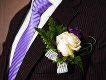 Hochzeitsblumenstrauß mit Bräutigam stockfoto
