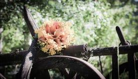 Hochzeitsblumenstrauß mit fresia Blumen Lizenzfreie Stockfotos