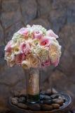 Hochzeitsblumenstrauß mit Rosen Stockfoto