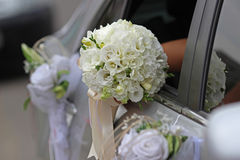 Hochzeitsblumenstrauß mit weißen Orchideen und Rosen Lizenzfreies Stockfoto