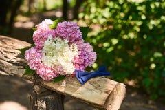 Hochzeitsblumenstrauß und -schmetterling Lizenzfreies Stockfoto