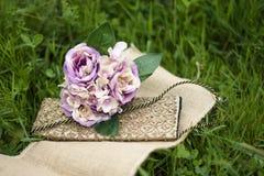 Hochzeitsblumenstrauß und -schuhe Stockbilder