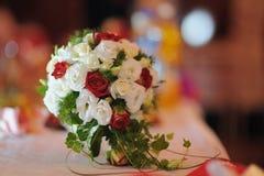 Hochzeitsblumenstrauß von den Rosen Stockbild