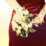 Hochzeitsblumenstrauß von den weißen und rosa Rosen mit Retro- Filter effe Stockbild