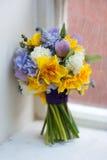 Hochzeitsblumenstrauß von Frühlingsblumen Stockfotografie